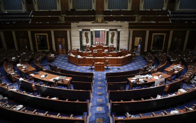 V súvislosti s vpádom do Kapitolu možno obvinia aj Trumpa