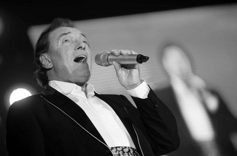 Video: Vo veku 80 rokov zomrel legendárny český spevák Karel Gott