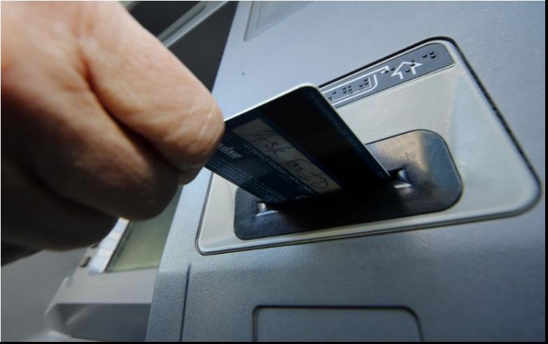 Na dovolenke je najlepšie pri platení využívať platobnú kartu