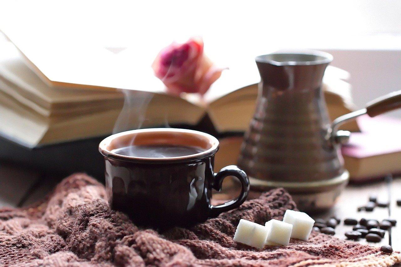 Dávate si do kávy cukor? Pozor, môžete si tým spôsobiť tento problém