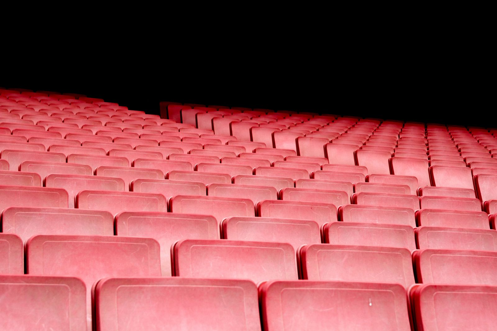 """Kino Lumiére Slovenského filmového ústavu (SFÚ) počas aktuálneho lockdownu rozšírilo program svojej virtuálnej kinosály v Kine doma. """"Filmy uvádza denne okrem pondelka, trikrát do týždňa premieta pre deti a pripravený má aj program na posledný deň roka,"""" informovala o tom TASR Simona Nôtová, tlačová tajomníčka SFÚ."""