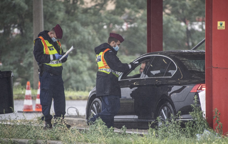 Poľsko zvažuje zavedenie obmedzení na hranici so Slovenskom a s ČR