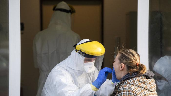 Koronavírus: V pondelok odhalili viac ako dvetisíc nových prípadov, potvrdili aj 46 ďalších úmrtí