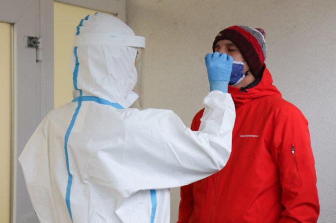 Koronavírus: Na Slovensku pribudlo 41 úmrtí a urobili viac ako 200-tisíc antigénových testov