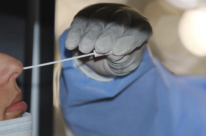 Koronavírus: Počet hospitalizovaných opäť výrazne klesol a prvú dávku vakcíny dostalo ďalších vyše 9-tisíc ľudí