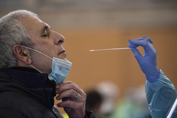 Koronavírus: Počet ľudí v nemocniciach druhý deň po sebe klesol z pondelkového rekordu. Pribudlo 84 úmrtí, PCR testy ukázali 2438 nových prípadov
