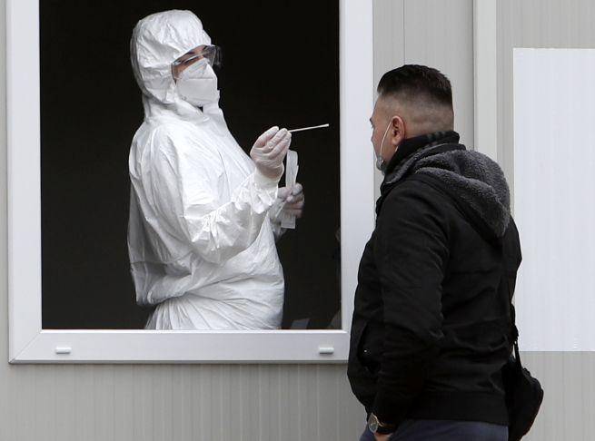 Koronavírus: Na Slovensku pribudlo viac ako 1600 nových nakazených, stúpol aj počet úmrtí