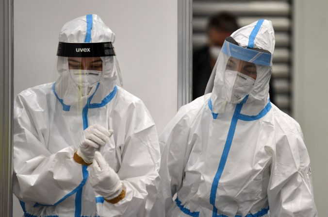 Bývalý šéf CDC predpokladá, že nový koronavírus unikol z laboratória