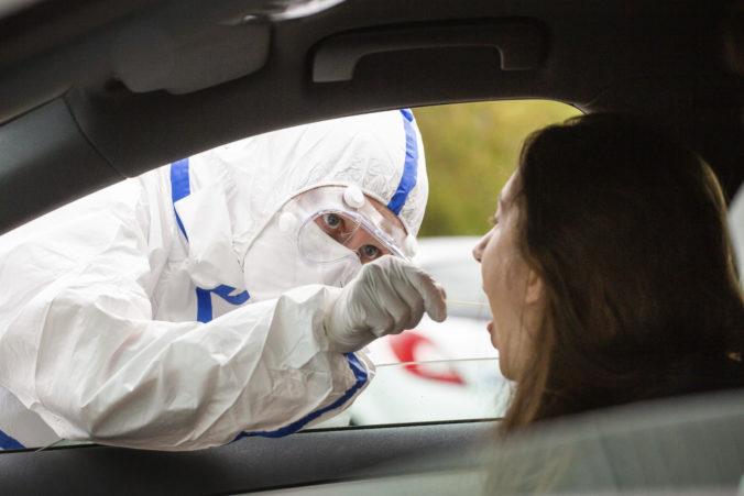 Koronavírus: Za sobotu pribudlo až 2190 infikovaných a zomrelo ďalších 27 ľudí