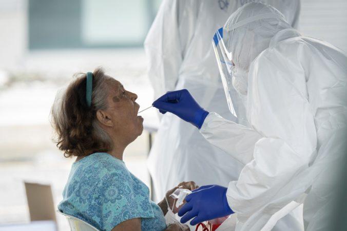 Koronavírus: Na Slovensku opäť pribudli desiatky úmrtí, počet hospitalizovaných pacientov sa nezmenil