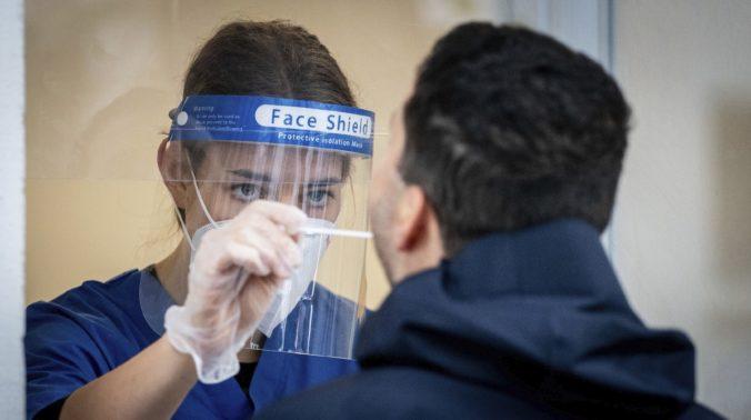 Koronavírus: Hospitalizovaných je na Slovensku aj po ďalšom dni menej, zaočkovaných pribúda