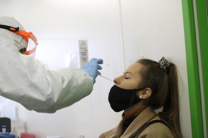 Koronavírus: Na Slovensku stúpol počet hospitalizovaných a prvú dávku vakcíny dostalo ďalších vyše 18-tisíc ľudí