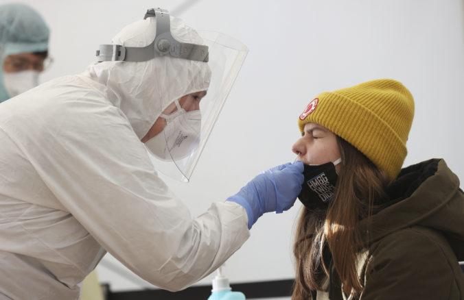 Koronavírus: Na Slovensku pribudlo ďalších 118 úmrtí a zvýšil sa aj počet hospitalizovaných