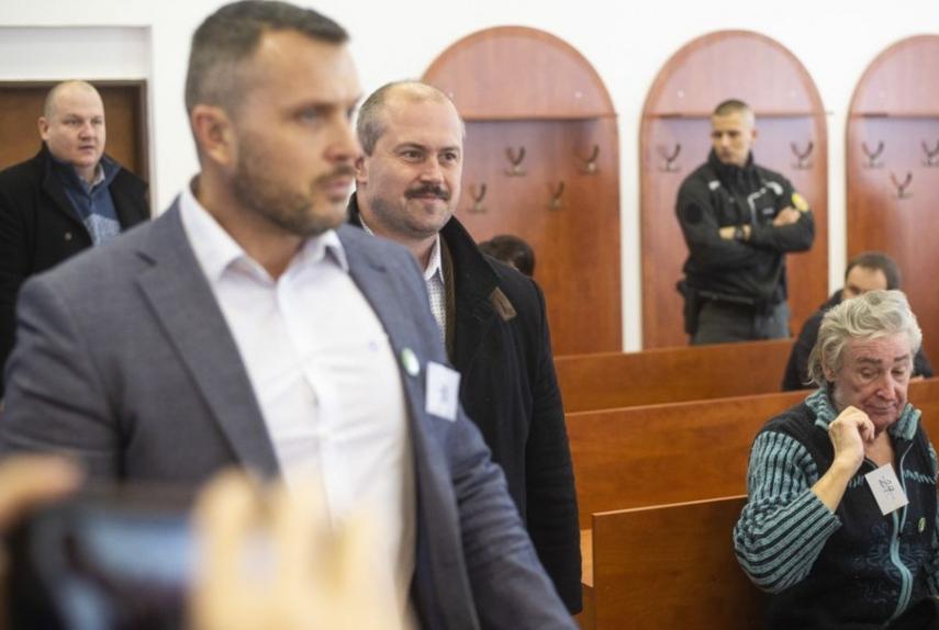 Pokračuje pojednávanie s M. Kotlebom obžalovaným pre kontroverzné šeky