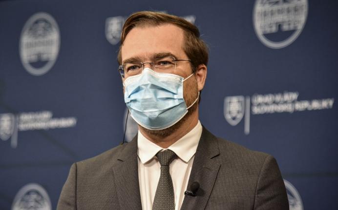 Minister zdravotníctva Krajčí povedal, že sa nám nedarí krivku zlomiť ani po 15 dňoch od prísnejších opatrení.
