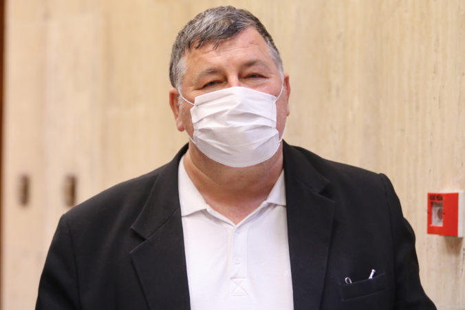 Vladimír Krčméry: Príchod druhej vlny koronavírusu u nás dramaticky nepocítime