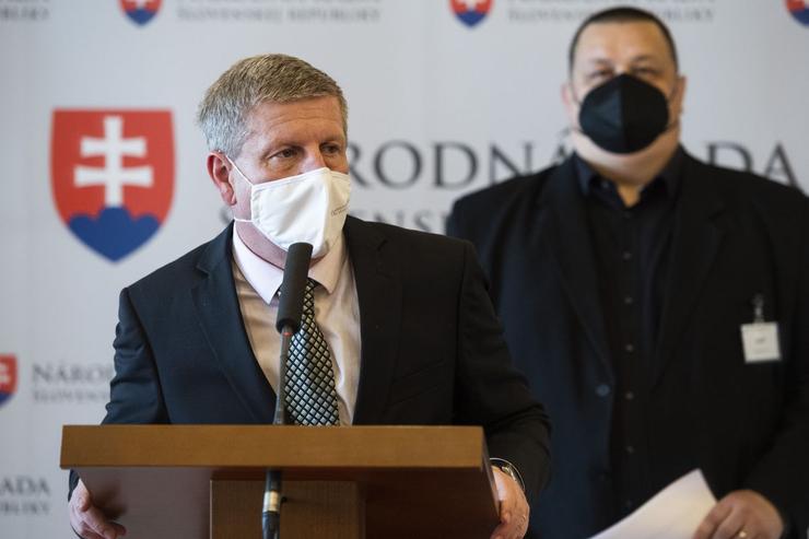 Slovensko od pondelka prechádza do ružovej fázy COVID automatu