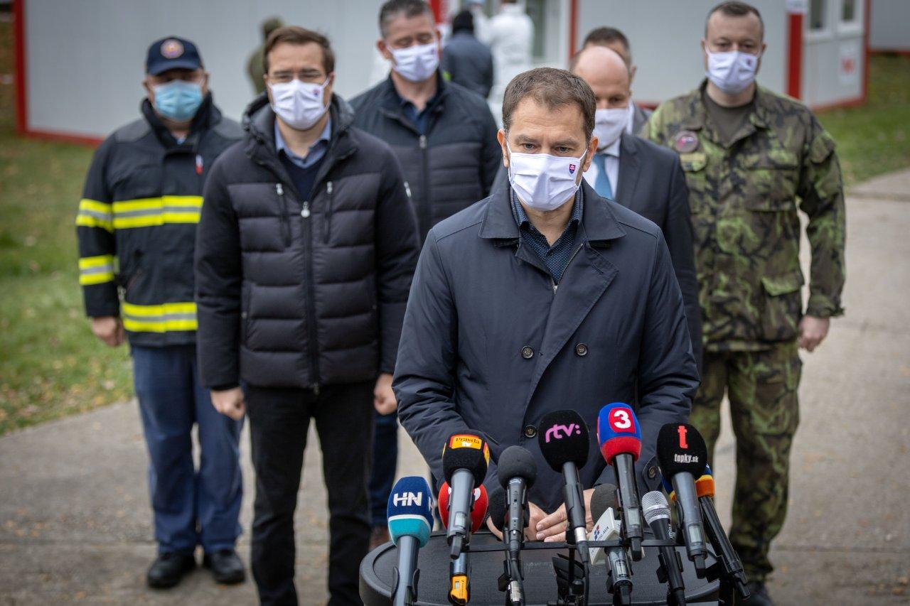 """Premiér Matovič povedal, že je hrdý na všetkých, ktorých sa podieľali na testovanie. """"Ukázali sme, že Slovenská republika ako spoločenstvo zodpovedných ľudí funguje,"""" uviedol. Vyzdvihol nasadenie ozbrojených síl, samosprávy, policajtov, hasičov a zdravotníctvo."""