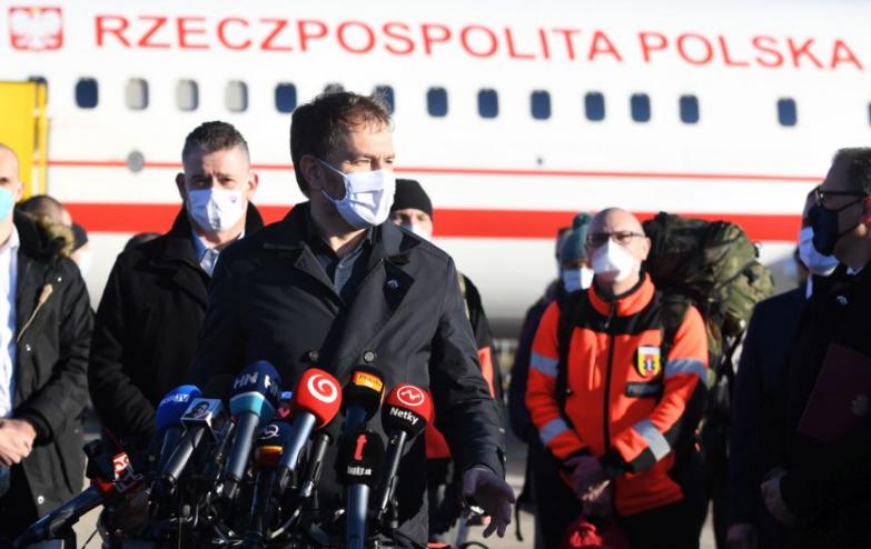 Na Slovensko pricestovalo 65 poľských zdravotníkov, ktorí pomôžu pri realizácii skríningového testovania na ochorenie COVID-19.