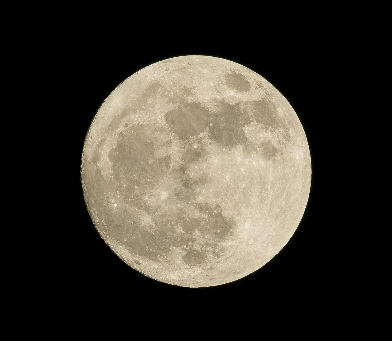 Teleskop NASA odhalil skryté bohatstvo Mesiaca
