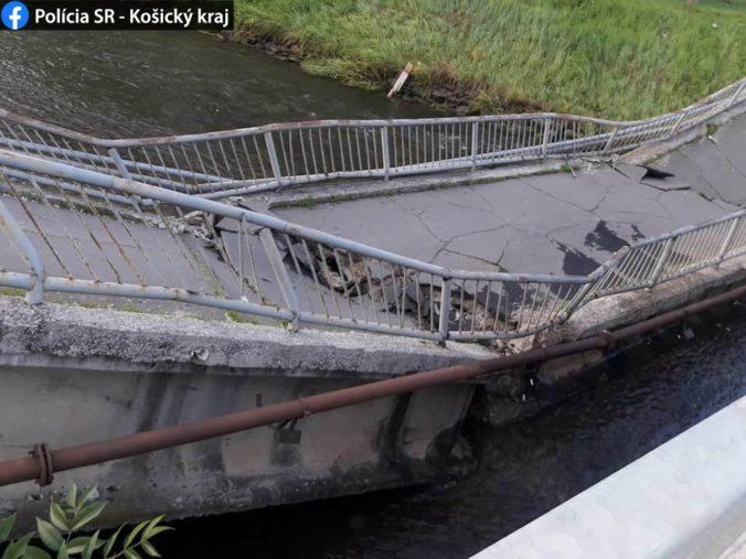 Chodníkový most v Spišskej Novej Vsi sa prepadol