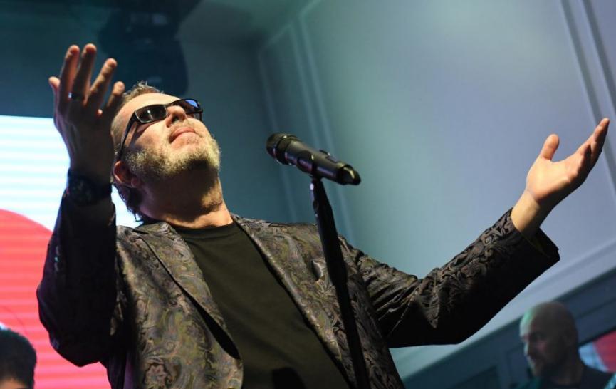 R. Müller vydáva album Hodina medzi psom a vlkom