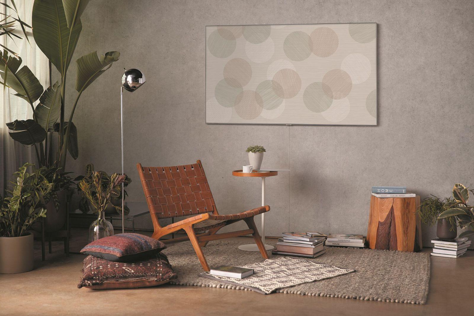 Televízory QLED od spoločnosti Samsung premenia obývačku na galériu súčasného umenia