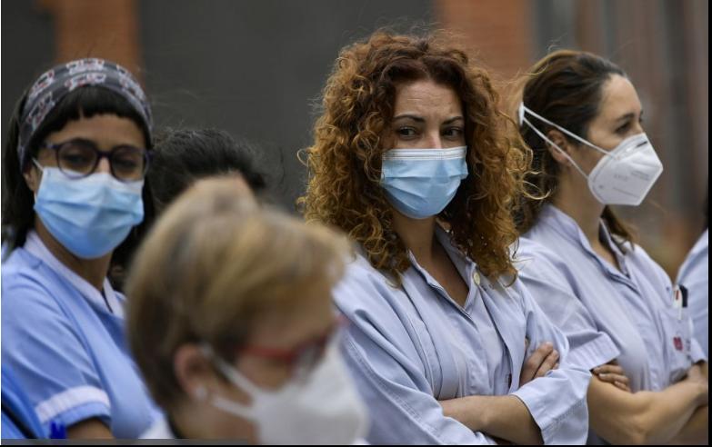 Tisícky nezaočkovaných francúzskych zdravotníkov dočasne prepustili