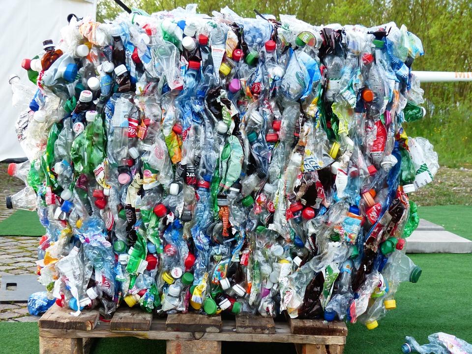 Koľko zaplatia Slováci za zálohovanie plastových fliaš? Ministerstvo navrhlo minimálne sumy