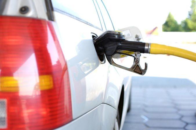 Nový benzín E10. Pozrite si kompletný zoznam áut, ktoré by ho nemali tankovať