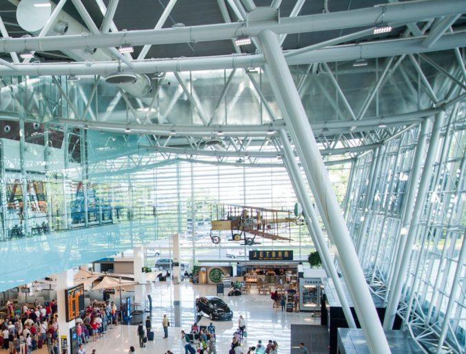 Koronavírus oberá ľudí o peniaze za zrušené letenky, aerolinky o miliónové zisky