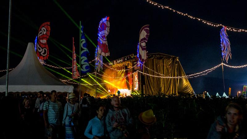 """Portál Gigwise uverejnil recenziu Pohody s názvom """"10 dôvodov, prečo sme sa zamilovali do festivalu Pohoda"""" a podtitulom """"Gigwise pricestoval na Slovensko, aby objavil utópiu"""". Festival Flyer píše o najlepšom festivale v strednej Európe a poľskí novinári z RMF FM o ich sociálnej udalosti roka. V podobnom duchu sa vyjadrila aj Gazeta Wyborcza podľa ktorej """"Účastníkov festivalu priťahuje mýtická atmosféra."""" Maďarský  portál music-daily.hu pochválil ohromujúcu atmosféru a to, že Pohoda dokonale vystihuje význam svojho názvu. Prečítajte si výber z článkov, ktoré o Pohode napísali zahraniční novinári po Pohode 2017."""