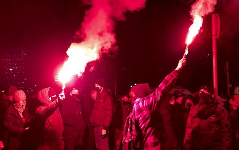 Tisíce Poliakov protestovali proti takmer úplnému zákazu interrupcií