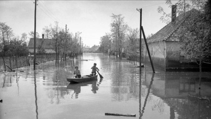 Historická povodeň na Dunaji pred 55 rokmi ničila všetko, čo jej prišlo do cesty. Strechu nad hlavou stratilo 54-tisíc ľudí