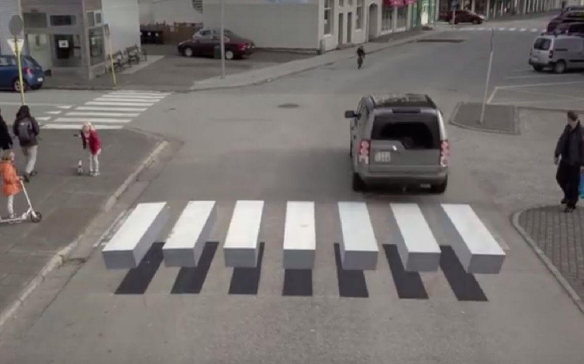 Video: Island zaviedol inteligentný prechod pre chodcov. Vodiča mätie optickým trikom
