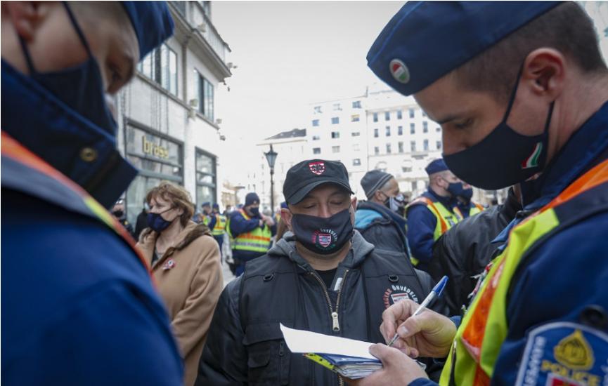 Ľudia protestovali proti opatreniam vo Fínsku, Dánsku aj Nórsku