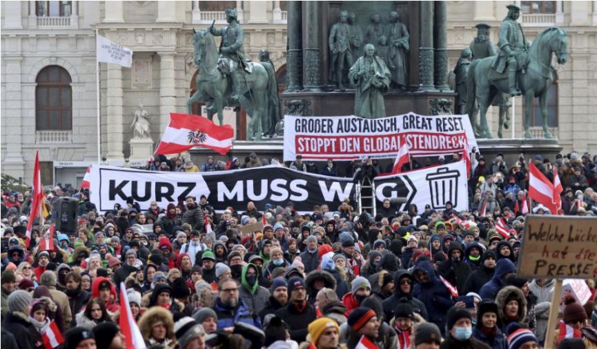 Na proteste proti pandemickým opatreniam vo Viedni zadržali 14 osôb