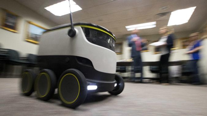 Počas pandémie koronavírusu roznášajú jedlo v britskom meste Milton Keynes autonómne roboty