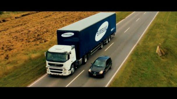 Video: Samusng našiel spôsob, ako bezpečne predbehnúť kamión