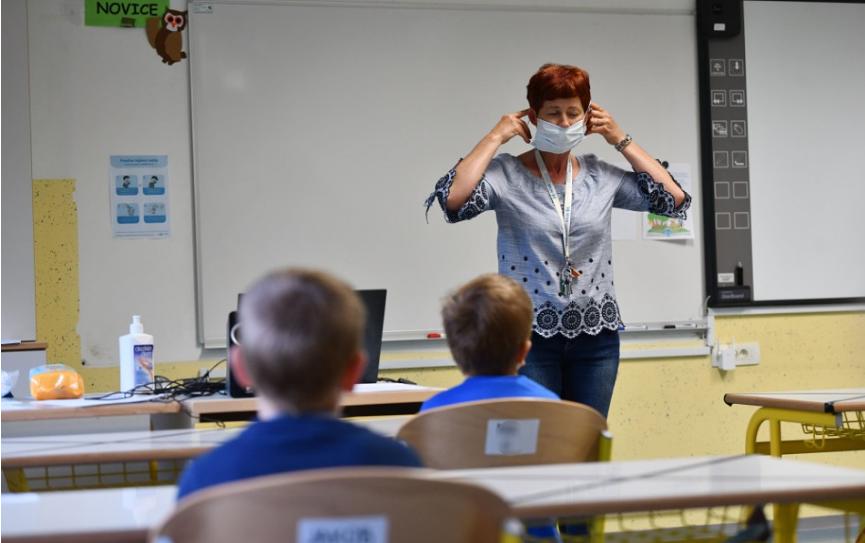Štúdia: Riziko nákazy je u učiteľov porovnateľné so širšou populáciou