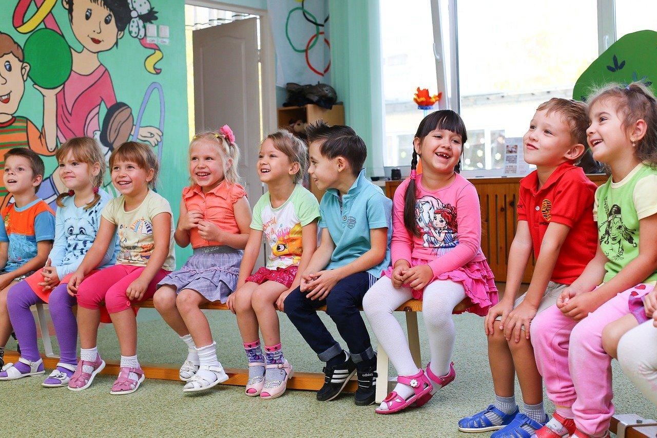 Viac ako 40 percent rodičov má v pláne poslať deti v júni do škôl a škôlok, vyplýva z prieskumu