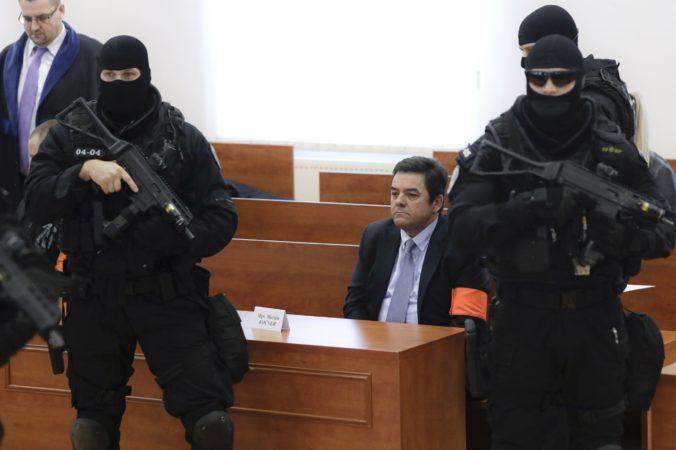 Jeden z obžalovaných, podnikateľ Marián Kočner, sedí v súdnej sieni, kde začal proces v prípade vraždy novinára Jána Kuciaka. Pezinok, 19. december 2019Foto: SITA/AP