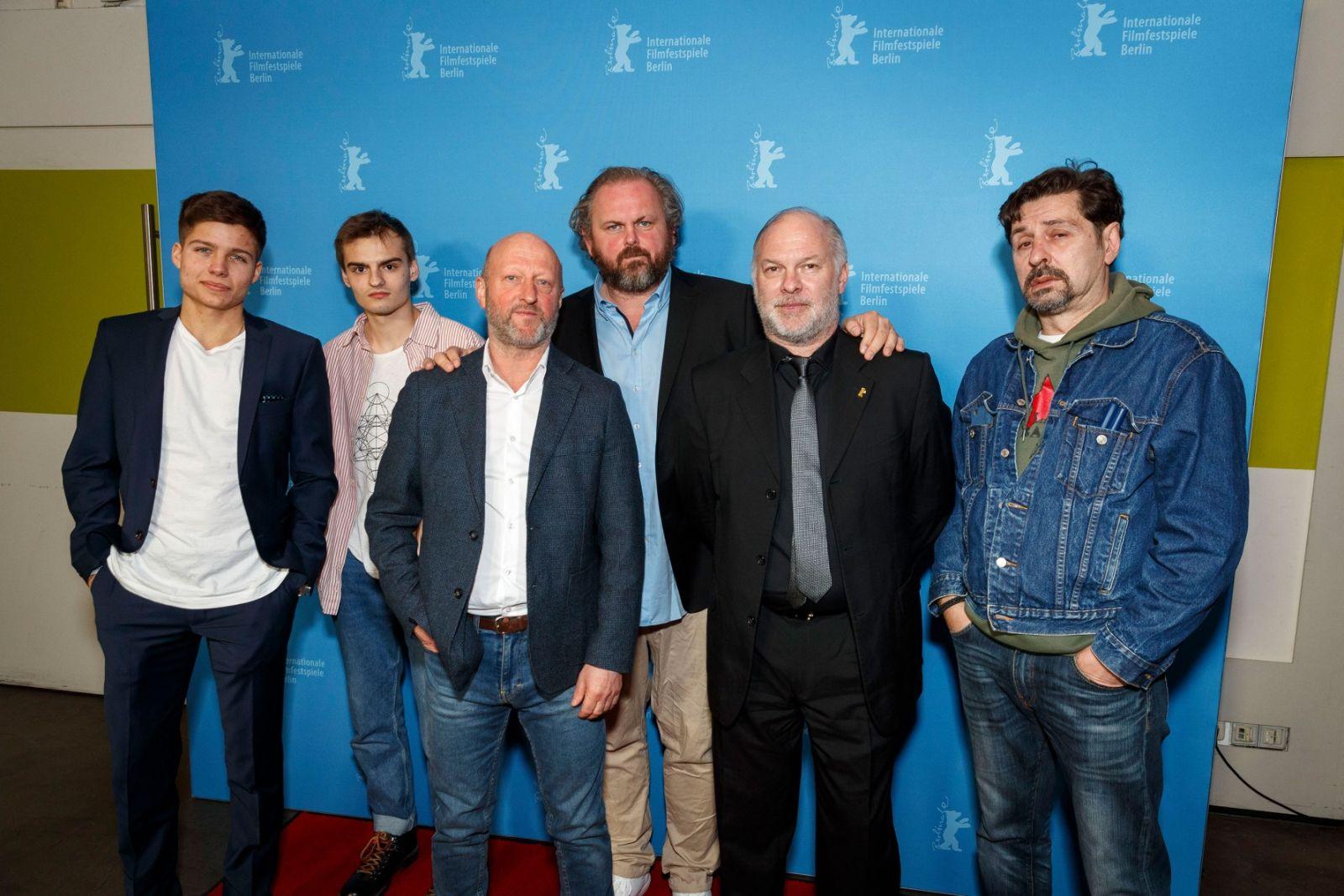 Služobníci žnú po svetovej premiére na Berlinale pochvalné kritiky