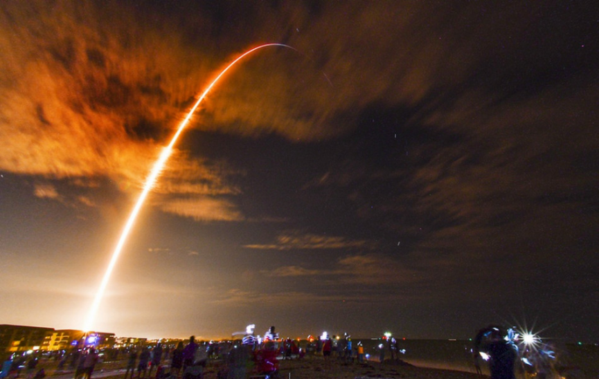 Crew Dragon spoločnosti SpaceX s posádkou odštartovala k ISS
