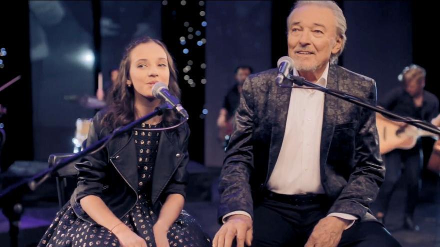 Video: Srdce nehasne. Karel Gott naspieval nový dojemný duet so svojou dcérou