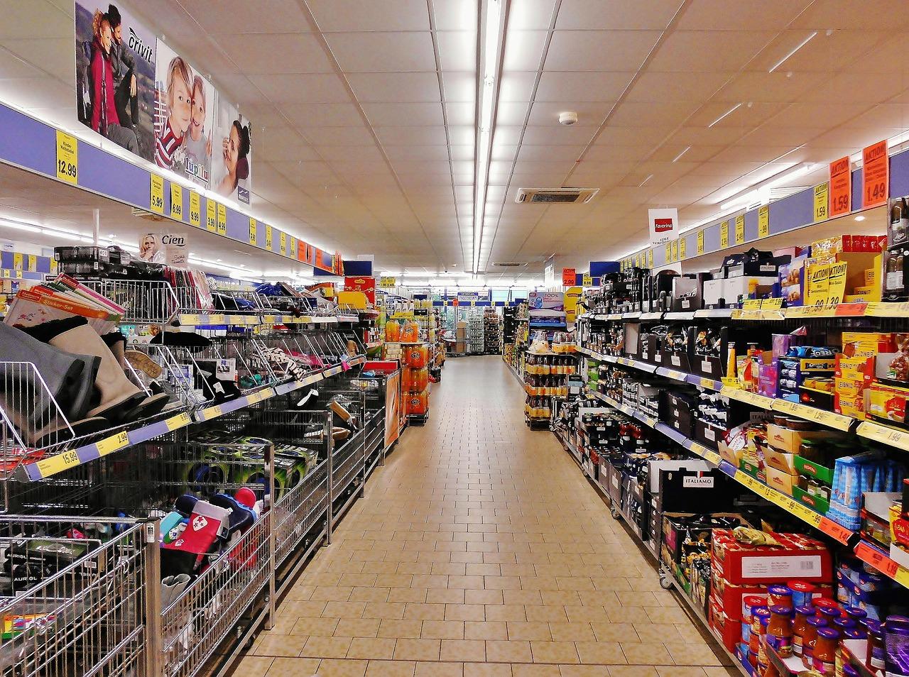 Vláda chce zakázať predaj nepotravinového tovaru v obchodných reťazcoch počas lockdownu