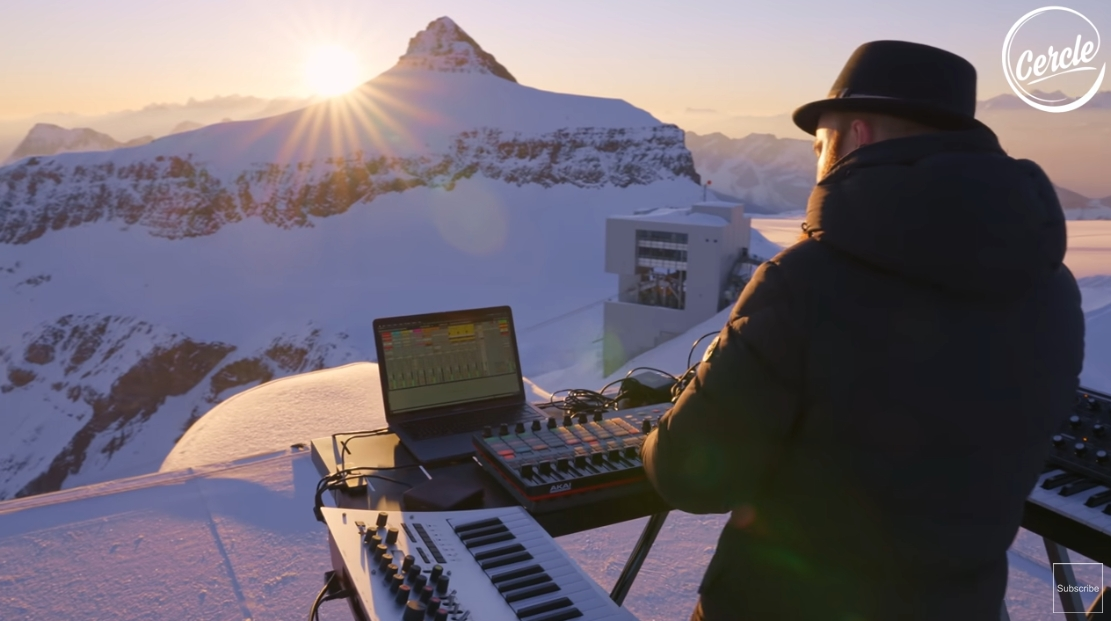 Video: Francúzsky dídžej Teho si zahral v Alpách