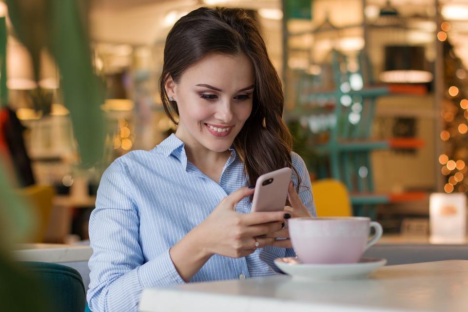 Veľký európsky prieskum: Sme závislí na smartfónoch?