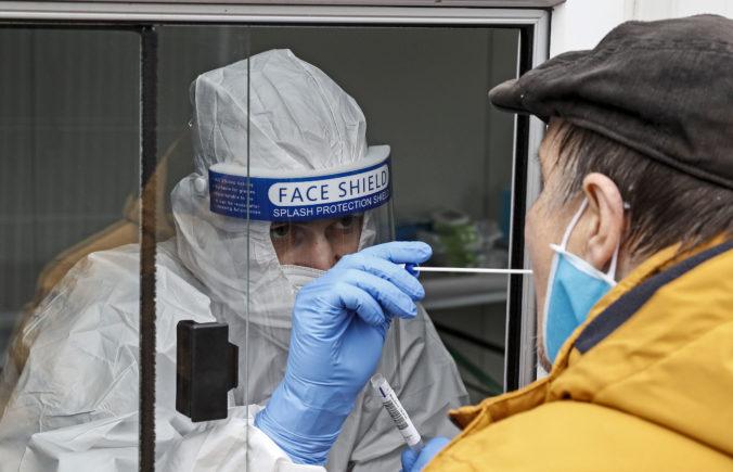 Koronavírus: Na Slovensku pribudlo 1039 prípadov nákazy koronavírusom a 2 obete