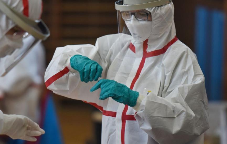 Pandémia sa podľa experta WHO v tomto roku neskončí, vakcíny by mohli znížiť počet úmrtí
